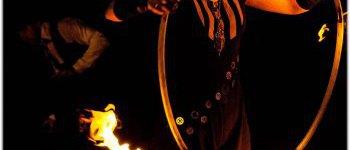Jongleur hoola-up enflammée